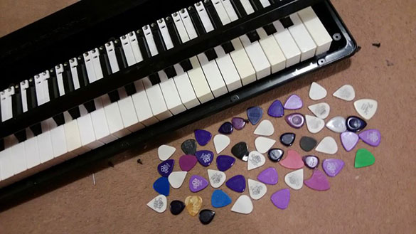 Plectrums in the Piano
